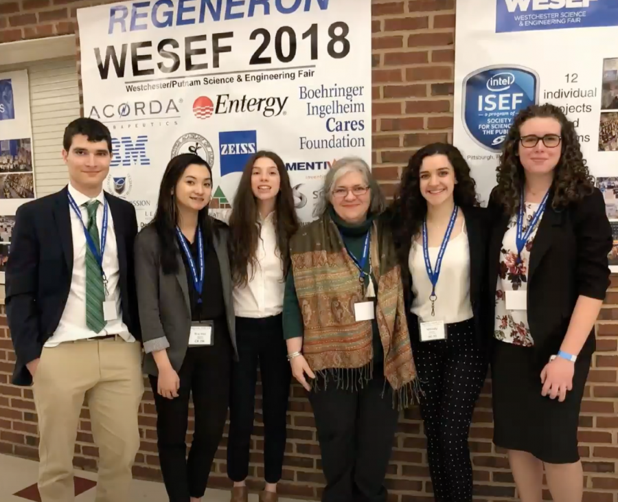 From left to right: Peter Manthey, Buhaac Ngyuen, Hailey Kissner, Dr. Rogers, Melody Munitz, and Thea Barbelet at a Science Research competition in 2018.